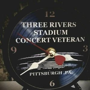 Pittsburgh Three Rivers Stadium 5 in Desktop Clock